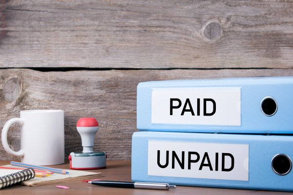 How does collecting an unpaid B2B invoice work in Belgium?